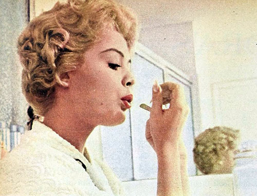 Sandra Dee's 1960s Makeup Tips - nails