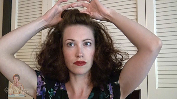 3-Quick-and-Easy-1940s-Hairstyle-Trick---twist