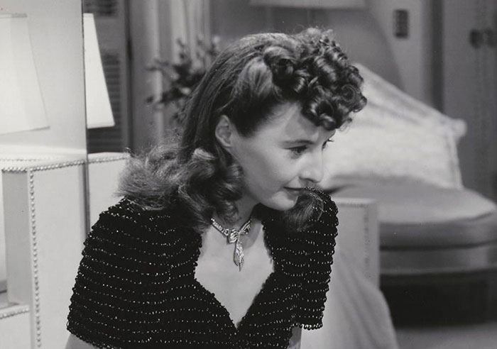 Barbara-Stanwyck hairstyle 1940